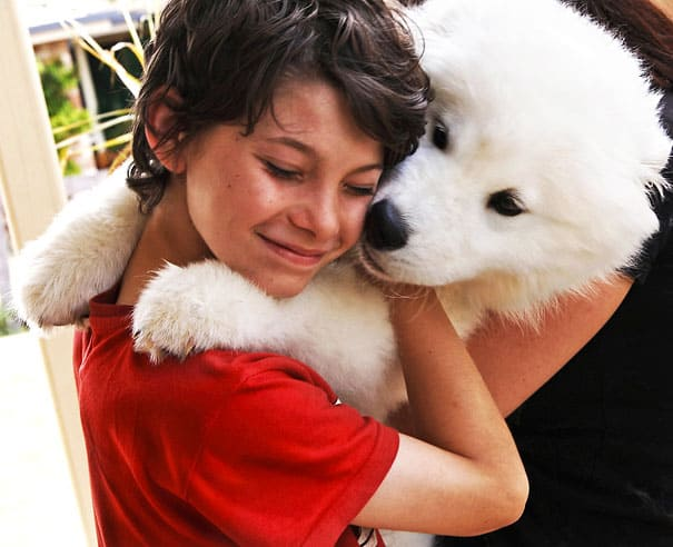 40 Pictures of Animals and Humans Hugging 1 (14)