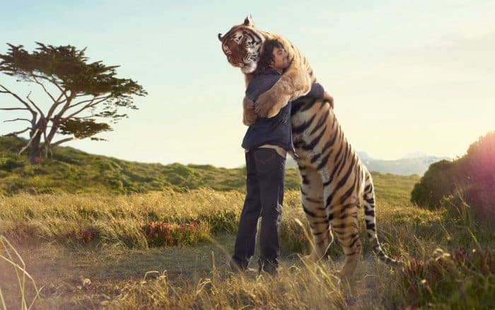 40 Pictures of Animals and Humans Hugging 1 (26)